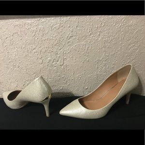 Calvin Klein Gayle Platino Pointed Toe Pumps 9.5